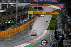 The Safety Car leads Yuki Tsunoda, Carlin, Guanyu Zhou, UNI-Virtuosi and the rest of the field
