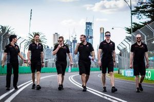 Romain Grosjean, Haas F1 Team walks the track with members of tehe team including Ayao Komatsu, Chief Race Engineer, Haas F1