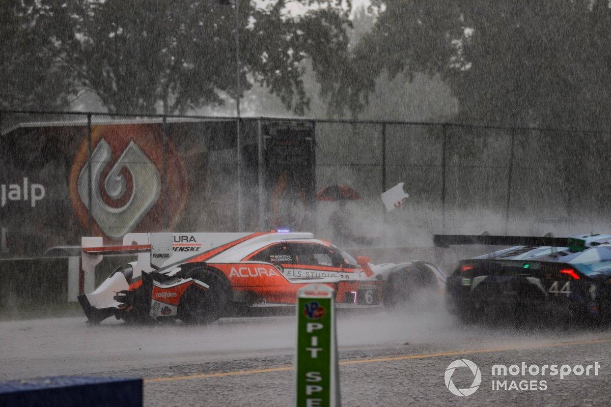 #6 Acura Team Penske Acura DPi, DPi: Juan Pablo Montoya, Dane Cameron, crash