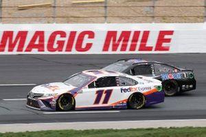 Denny Hamlin, Joe Gibbs Racing, FedEx Express Toyota Camry, Kevin Harvick, Stewart-Haas Racing, Mobil 1 Ford Mustang