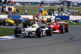 Ральф Шумахер, Williams FW22 BMW, и Рубенс Баррикелло, Ferrari F1-2000