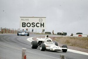 Peter Revson, McLaren M19A Ford devant François Cevert, Tyrrell 002 Ford