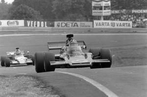 Emerson Fittipaldi, Lotus 72D precede leads Ronnie Peterson, March 721G Ford, GP di Germania del 1972