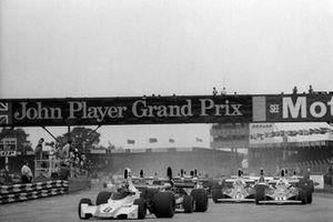 Carlos Pace, Brabham BT44B, en tête de la course