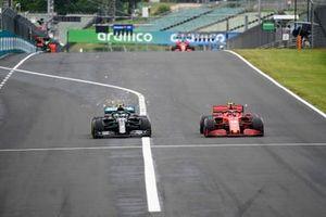 Valtteri Bottas, Mercedes F1 W11, battles with Charles Leclerc, Ferrari SF1000