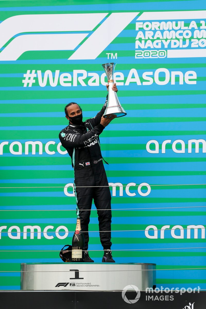 Race winner Lewis Hamilton, Mercedes-AMG Petronas F1 on the podium