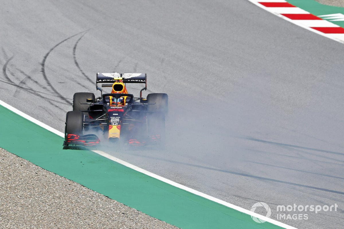 Alex Albon, Red Bull Racing RB16 hace un trompo