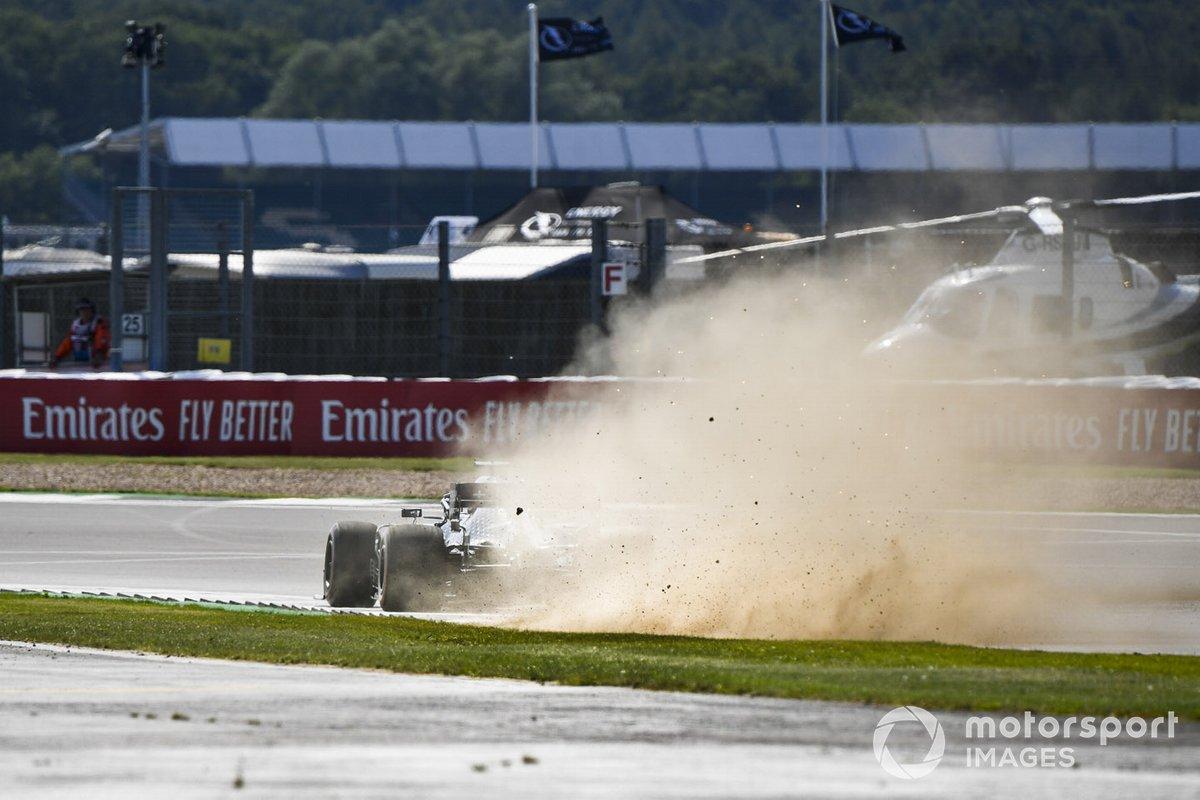 Lewis Hamilton, Mercedes F1 W11, alza della polvere e scintille