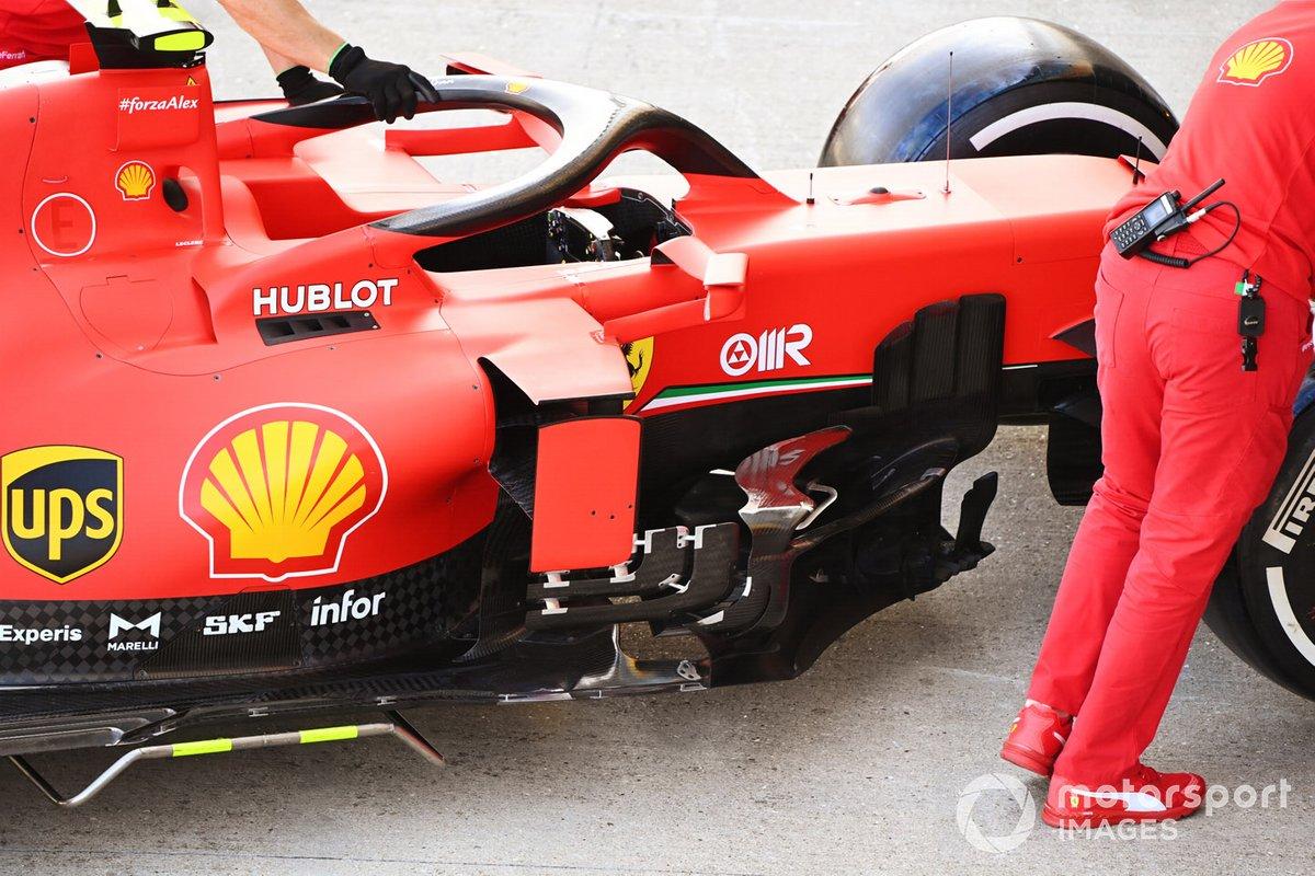 Detalle del pontón del coche de Charles Leclerc Ferrari SF1000