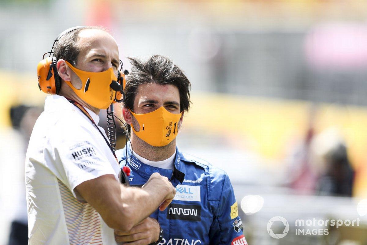Tom Stallard y Carlos Sainz Jr., McLaren,