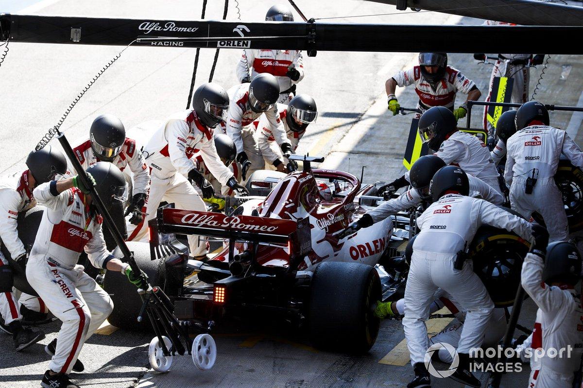 Kimi Raikkonen, Alfa Romeo Racing C39 pit stop