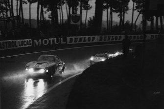 Graham Whitehead, Henry Taylor, Ferrari 250 GTO, leads Edgar Barth, Wolfgang Seidel, Porsche RS60