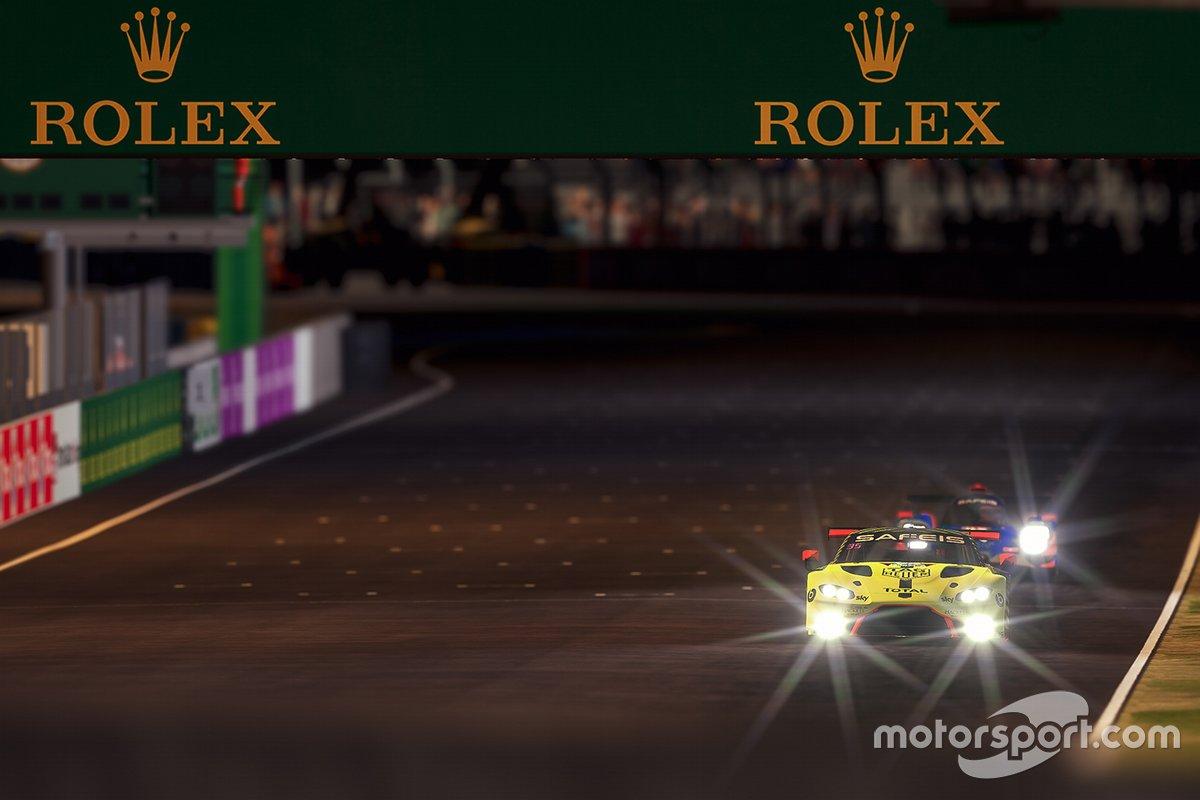Acción de la carrera nocturna de Aston Martin