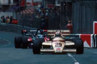 Marc Surer, Flechas A6, colisionó con Derek Warwick, Toleman TG183B, en la vuelta 49