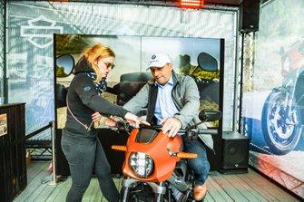 I fan allo stand dell'Harley-Davidson