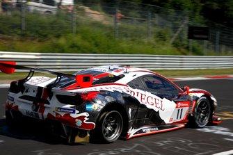 #11 Wochenspiegel Team Monschau Ferrari 488 GT3: Georg Weiss, Leonard Weiss, Hendrik Still with a flat tire