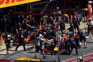 Max Verstappen, Red Bull Racing RB15, and Pierre Gasly, Red Bull Racing RB15, in the pit lane