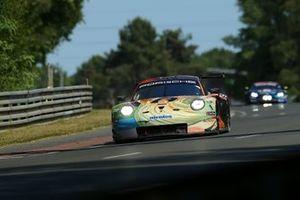 #56 Team Project 1 Porsche 911 RSR: Jörg Bergmeister, Patrick Lindsey, Egidio Perfetti, Nick Yelloly