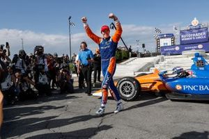 Ganador Scott Dixon, Chip Ganassi Racing Honda celebra en Victory Lane