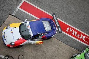 La Porsche di Diego Bertonelli, Dinamic Motorsport, in pit lane