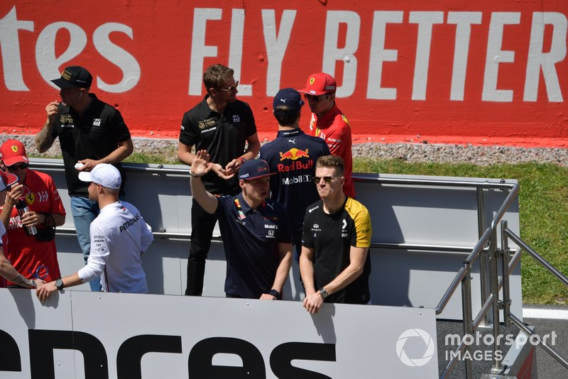 Max Verstappen, Red Bull Racing, and Nico Hulkenberg, Renault F1 Team, talk at the drivers parade