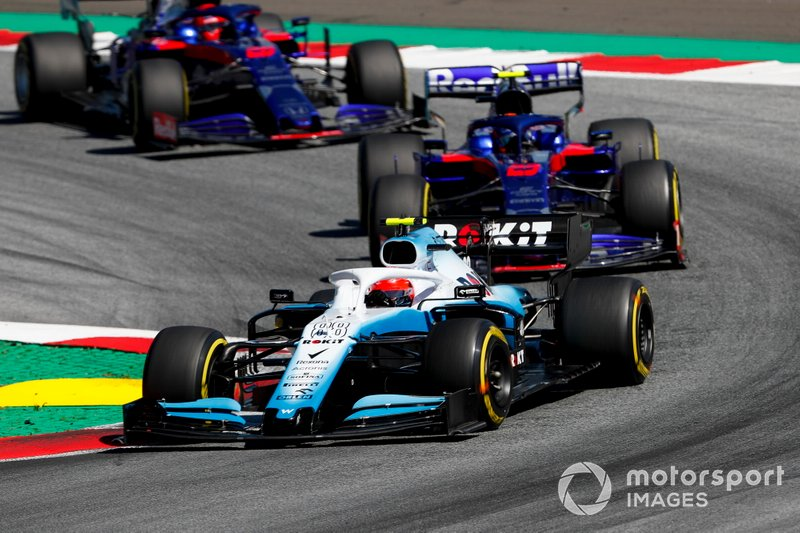 Robert Kubica, Williams FW42, leads Alexander Albon, Toro Rosso STR14, and Daniil Kvyat, Toro Rosso STR14