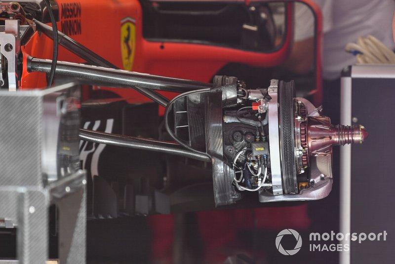 Ferrari SF90: Vorderradaufhängung mit Bremse