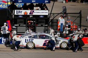Brad Keselowski, Team Penske, Ford Mustang Miller Lite pit stop