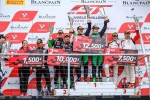 Podyum Yarış galibi #89 Akka ASP Team Mercedes-AMG GT3: Nico Bastian, Thomas Neubauer