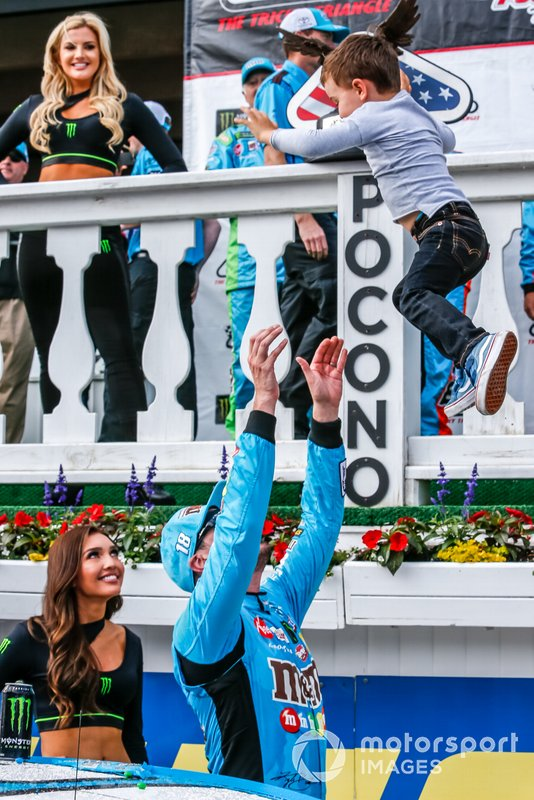 Kyle Busch, Joe Gibbs Racing, Toyota Camry M&M's Hazelnut victory, Samantha and Brexton