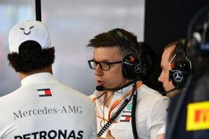 Lewis Hamilton, Mercedes AMG F1, e Toto Wolff, Direttore Esecutivo (Business), Mercedes AMG