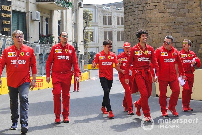 Charles Leclerc, Ferrari cammina in pista con i suoi ingegneri