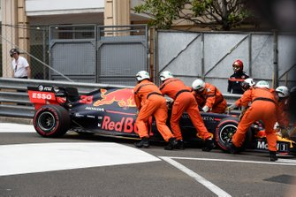 Max Verstappen, Red Bull Racing RB15, overshoots a corner in FP1