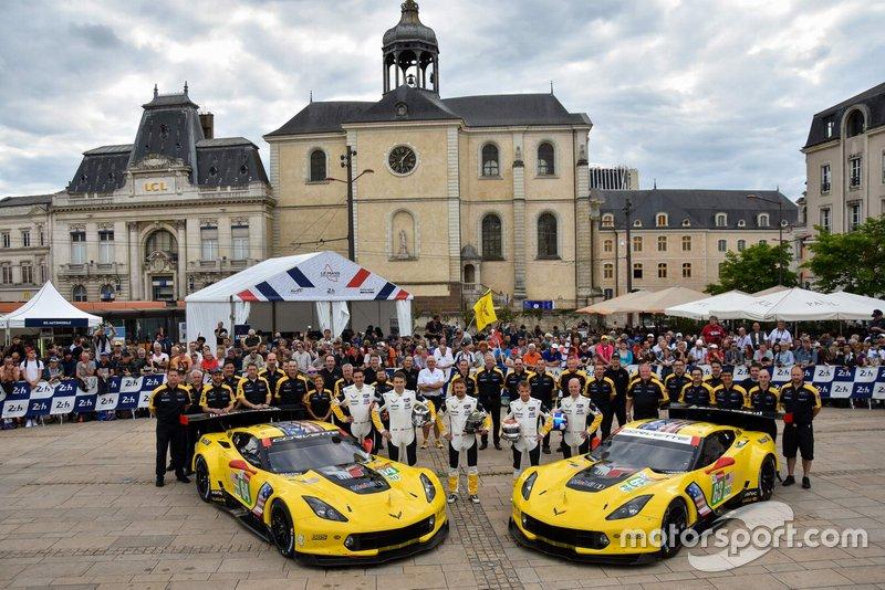 #63 Corvette Racing Chevrolet Corvette C7.R: Jan Magnussen, Antonio Garcia, Mike Rockenfeller; #64 Corvette Racing Chevrolet Corvette C7.R: Oliver Gavin, Tommy Milner, Marcel Fässler