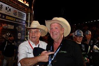 Roger Penske, Team Penske Chevrolet celebra en victory lane