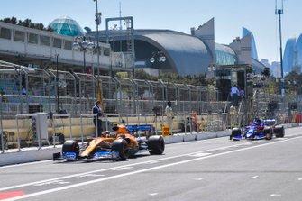 Lando Norris, McLaren MCL34, leads Daniil Kvyat, Toro Rosso STR14