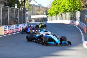 Robert Kubica, Williams FW42, leads Daniil Kvyat, Toro Rosso STR14, and Daniel Ricciardo, Renault R.S.19