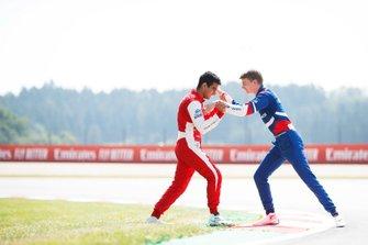 Гонщики PREMA Racing Джехан Дарувала и Роберт Шварцман