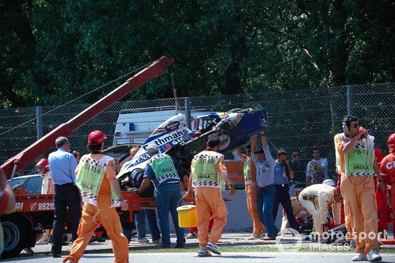 Bergung des Unfallautos von Ayrton Senna, Williams FW16
