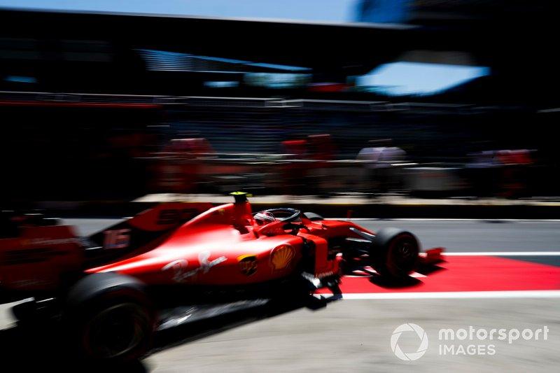 Charles Leclerc, Ferrari SF90, quittant son garage