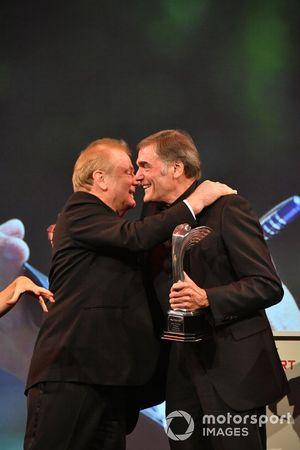 Jonathan Palmer felicita a Dick Bennetts
