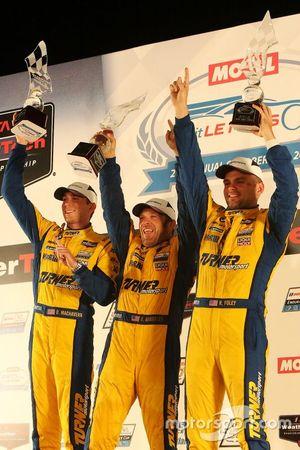 GTD Racewinnaars #96 Turner Motorsport BMW M6 GT3: Bill Auberlen, Robby Foley, Dillon Machavern