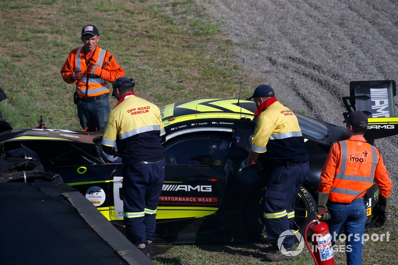 Crash: 44 Mercedes-AMG Team Strakka Racing Mercedes-AMG GT3: Gary Paffett, Tristan Vautier, Lewis Williamson