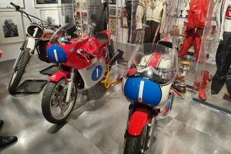 MV Agusta 350 e Yamaha YZR 350 in esposizione