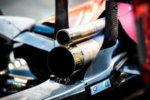 Dettaglio dello scarico di un'Alfa Romeo Racing C38