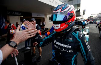 Race winner Mitch Evans, Jaguar Racing celebrates in parc ferme