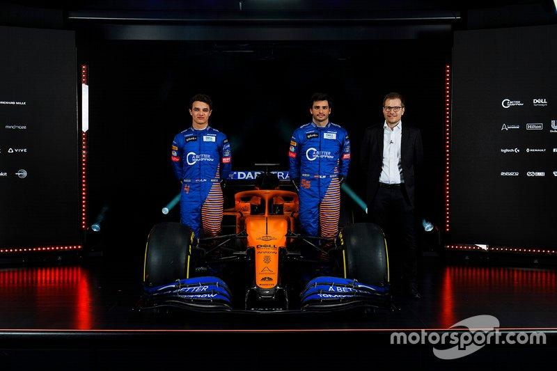 Carlos Sainz Jr., McLaren, Lando Norris, McLaren e Andreas Seidl, Team Principal, McLaren