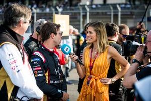 TV Presenter Nicki Shields talks with Antonio Felix da Costa, DS Techeetah on the grid