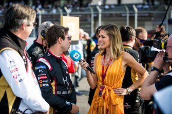 TV Presenter Nicki Shields talks with Antonio Felix da Costa, DS Techeetah on the grid
