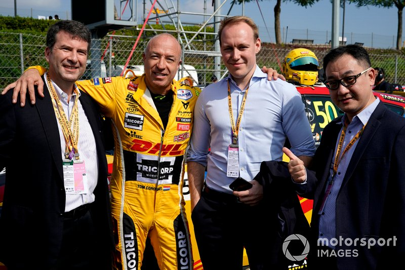 Tom Coronel, Comtoyou DHL Team CUPRA Racing CUPRA TCR with guests